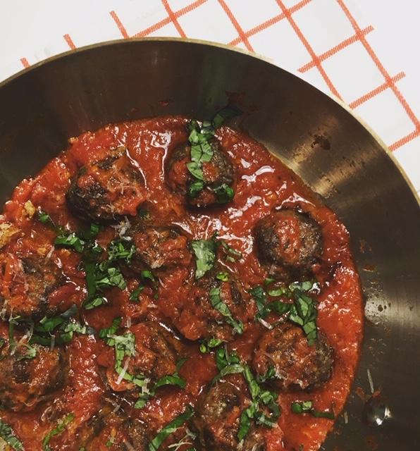 Polpette al sugo eli italialaiset lihapullat tomaattikastikkeessa